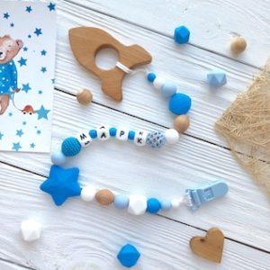 Синий+голубой с именем и деревянной фигуркой